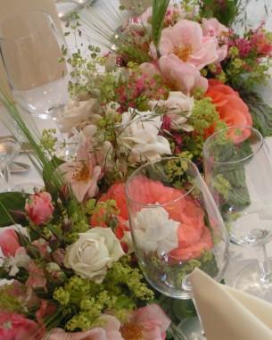 Saaldekoration Festdekoration Tischdekoration Partydekoration Blumen für den Apero Strauss zum Überreichen